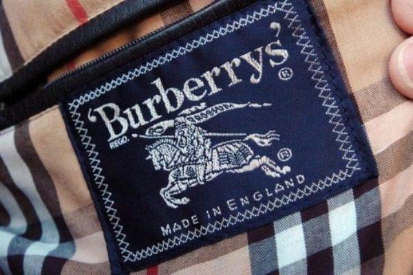 3164504ae0d2 Η Burberry έκαψε ρούχα αξίας 31 εκ. ευρώ για να μην πουληθούν φτηνά μαζικά