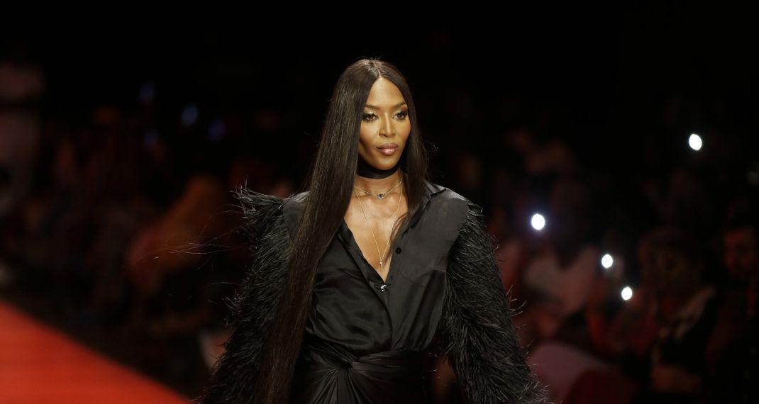 Η Ναόμι Κάμπελ στο Παρίσι για το party της Vogue -Με εντυπωσιακό ασπρόμαυρο φόρεμα Valentino