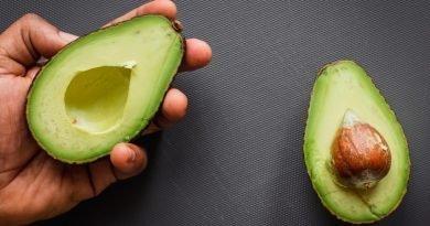 8 superfoods της άνοιξης για να μας βοηθήσουν