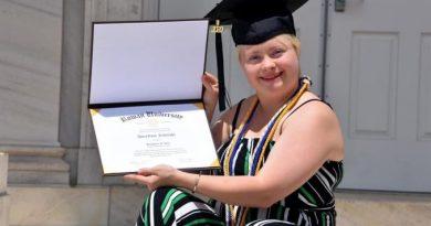 Η Ανναροζ αποφοίτησε και ανοίγει το δρόμο για να ακουστούν τα άτομα με Σύνδρομο Down!