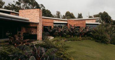 Ένα σπίτι που γίνεται «ένα» με το φυσικό περιβάλλον