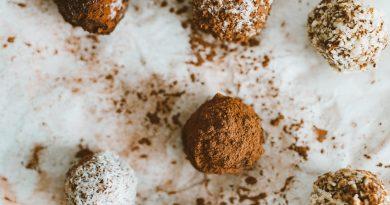 Τρούφες μαύρης σοκολάτας με 3 υλικά