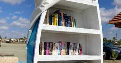Κύπρος: μια βάρκα μετατράπηκε σε… βιβλιοθήκη